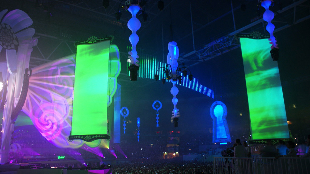 http://www.barco.com/projection_systems/images/WickedWonderland_01_L.jpg
