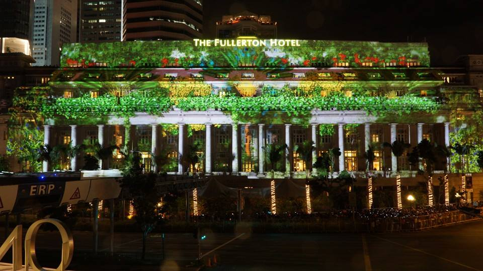All eyes turned to the fullerton hotel in singapore the countrys 71st national monument from 26 till 31 december a 3d light projection show